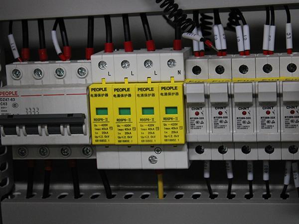 浪涌保护器控制柜细节图